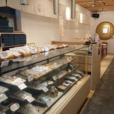 御菓子司鶴屋 段原店